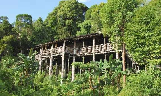 Maison des Iban à Bornéo