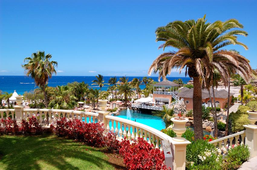 Piscine et restaurant de plein air à Tenerife