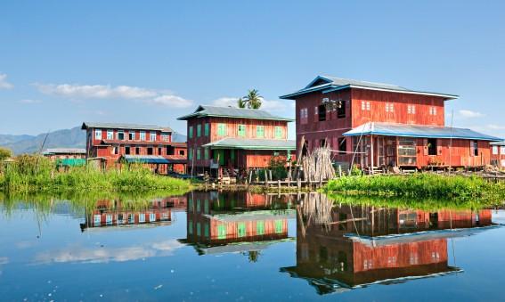 Maisons sur le lac Inle en Birmanie