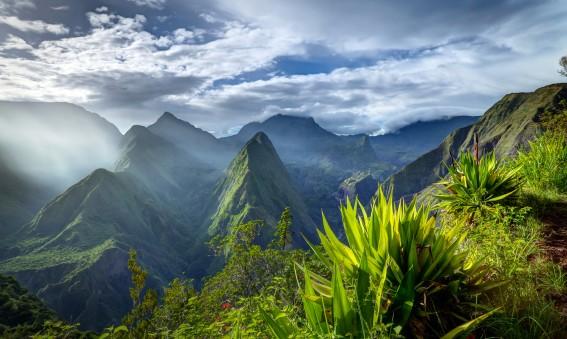 Vue sur le cirque de Mafate à La Réunion